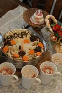テーブルの上に食べ物のボウルの写真・画像素材[1698823]