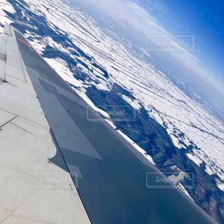 煙る山頂の雪の側のビューの写真・画像素材[1757353]