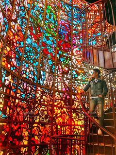 鮮やか,シルエット,人物,ステンドグラス,美術館,色・表現