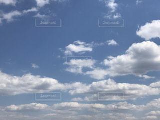 曇りの日に空の雲の写真・画像素材[1865033]
