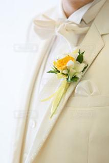 男性,花,白,結婚式,結婚,ハワイ,Hawaii,チャペル,タキシード,ハワイ挙式,ウェディングフォト