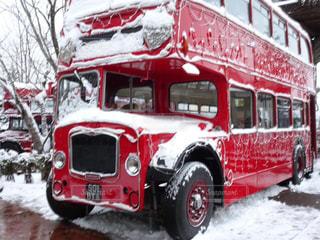 雪と赤い車の写真・画像素材[1743554]