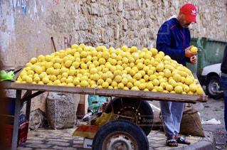 海外,黄色,屋台,フルーツ,果物,レモン,果実,新鮮,青果店,おじさん,フォトジェニック,チュニジア