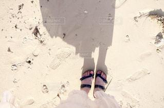 砂浜の足下の写真・画像素材[1798671]