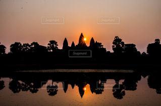 風景,建物,朝日,水面,世界遺産,光,観光,旅行,カンボジア,海外旅行,アンコールワット,映り込み,フォトジェニック