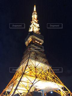 バック グラウンドで東京タワーの夜のライトアップ大時計塔の写真・画像素材[1704619]