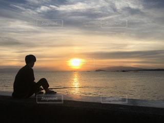 夕暮れの海釣りの写真・画像素材[1705314]