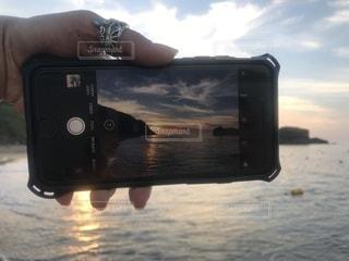 カメラを持っている人の写真・画像素材[2307399]