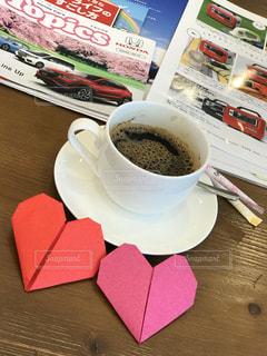 テーブルの上でコーヒーを一杯飲むの写真・画像素材[2307755]