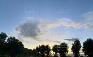 空に雲の群しをするの写真・画像素材[2421932]