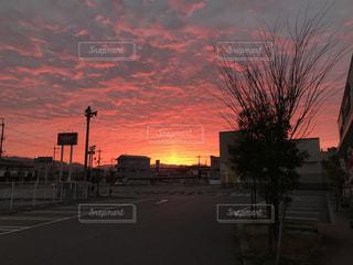 日没時の街の眺めの写真・画像素材[2432922]