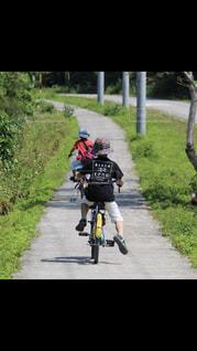 後姿,サイクリング,竹富島,兄弟,フラフラ,輪っぱなし,乗れない,半泣きの後ろ姿