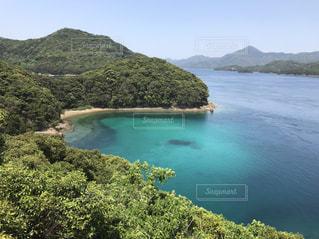 エメラルドグリーンな海五島列島の写真・画像素材[2213000]