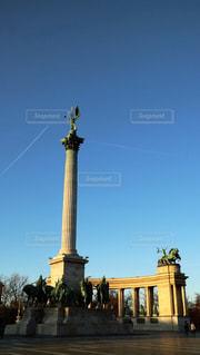 海外,ヨーロッパ,広場,飛行機雲,海外旅行,ハンガリー,ガブリエル像