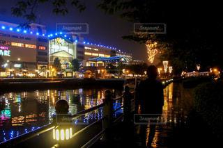 男性,恋人,夜景,雨,海辺,観光,横浜,雨上がり,みなとみらい