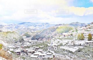 背景の大きな山の写真・画像素材[1732405]