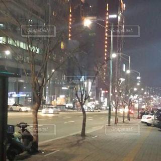 夜の散歩の写真・画像素材[2044210]