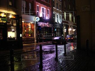 雨,ネオン,イギリス,ロンドン,雨上がり,海外旅行,路地裏,パブ,霧の街