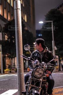 都市のストリート バイクに乗る人の写真・画像素材[1716491]