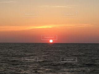 日本海に沈む夕陽の写真・画像素材[1268979]