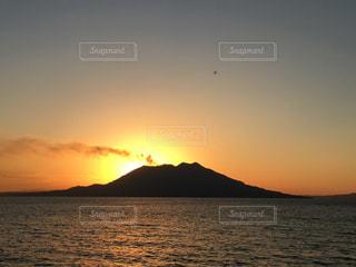 桜島に沈む夕日の写真・画像素材[1689273]