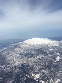 雪の覆われた鳥海山? の景色の写真・画像素材[1689382]
