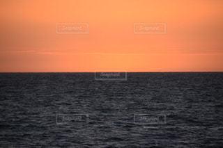 海に沈む夕日の写真・画像素材[1716981]