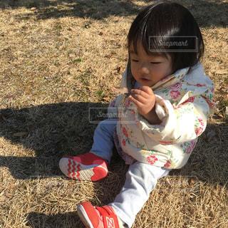 冬の公園と娘の写真・画像素材[1768080]