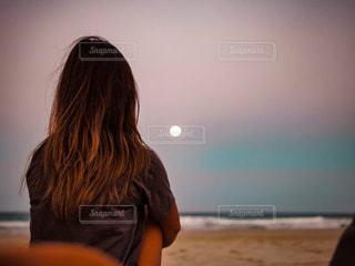 自然,風景,海,海外,サーフィン,砂,ビーチ,後ろ姿,海辺,人物,人,旅,オーストラリア,海外生活,トリップ,うしろすがた