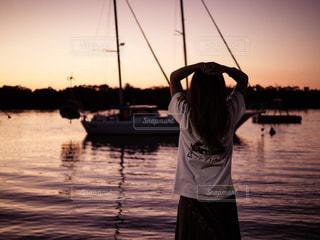 自然,風景,海,海外,サーフィン,砂,後ろ姿,海辺,船,田舎,人物,人,旅,オーストラリア,バンクーバー,海外生活,サーファーズパラダイス,トリップ,うしろすがた