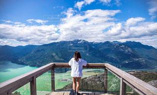 自然,絶景,湖,海外,ビーチ,後ろ姿,ベランダ,登山,人物,カナダ,バンクーバー,海外生活,外国人,ウィスラー,うしろすがた