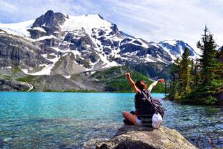自然,絶景,湖,海外,ビーチ,後ろ姿,ベランダ,山,登山,人物,ハイキング,海外生活,外国人,ウィスラー,うしろすがた,ジョフリーレイク,ジョフリー