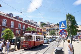 空,建物,路面電車,道路,景色,街,旅行,坂,ポルトガル,海外旅行,人気,リスボン,海岸沿い,西ヨーロッパ,茶色い屋根