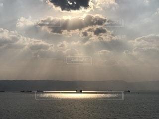 雲からの光の反射の写真・画像素材[1871276]