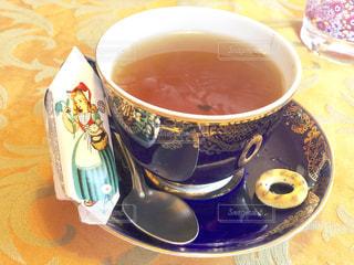 飲み物,茶色,テーブル,スプーン,クッキー,カップ,紅茶,ベージュ,ストレートティー,色・表現,ミルクティー色
