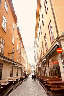 建物,街並み,スウェーデン,海外,茶色,テーブル,レストラン,ベージュ,石畳み,イス,色・表現,ミルクティー色