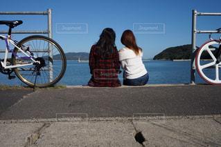 海を見ながら休憩の写真・画像素材[2070038]