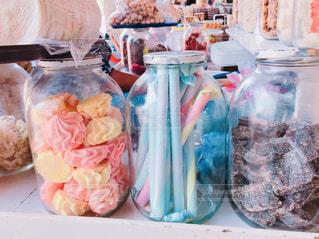 パステルカラーのお菓子の写真・画像素材[2123572]