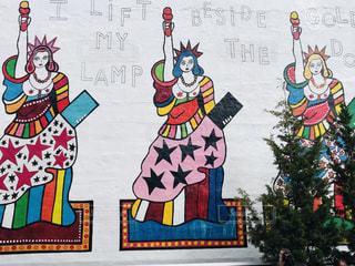 ユニークな壁アートの写真・画像素材[2230230]
