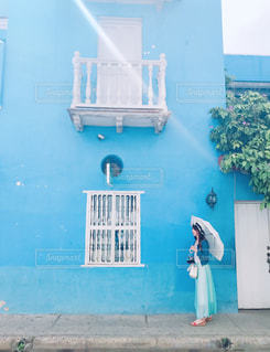 ブルーの壁の写真・画像素材[2230466]