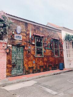 オシャレな壁のレストランの写真・画像素材[2231158]