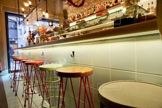 カラフルなカフェの写真・画像素材[2252230]