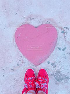 靴,ピンク,晴天,ハート,ハートマーク,コンクリート,地面,マーク,フォトジェニック,インスタ映え