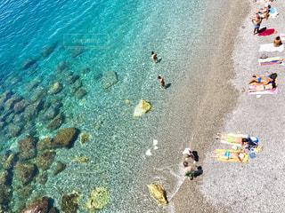 エメラルドグリーンの海の写真・画像素材[2329679]
