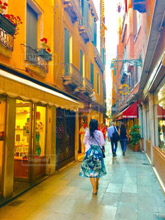 ベネチアのカラフルな街の写真・画像素材[2342576]