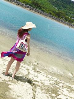 海辺に立つの写真・画像素材[2377917]