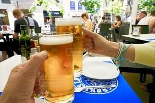 女性,飲み物,夏,ランチ,グラス,ビール,昼,レストラン,乾杯,ドリンク,オープンカフェ