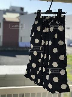 水玉模様のハーフパンツの写真・画像素材[2506771]