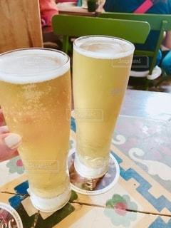 テーブル,グラス,ビール,レストラン,乾杯,ドリンク