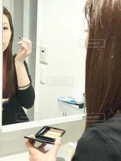 女性,鏡,美容,コスメ,化粧品,美肌,化粧,アイシャドウ,ストレートヘアー